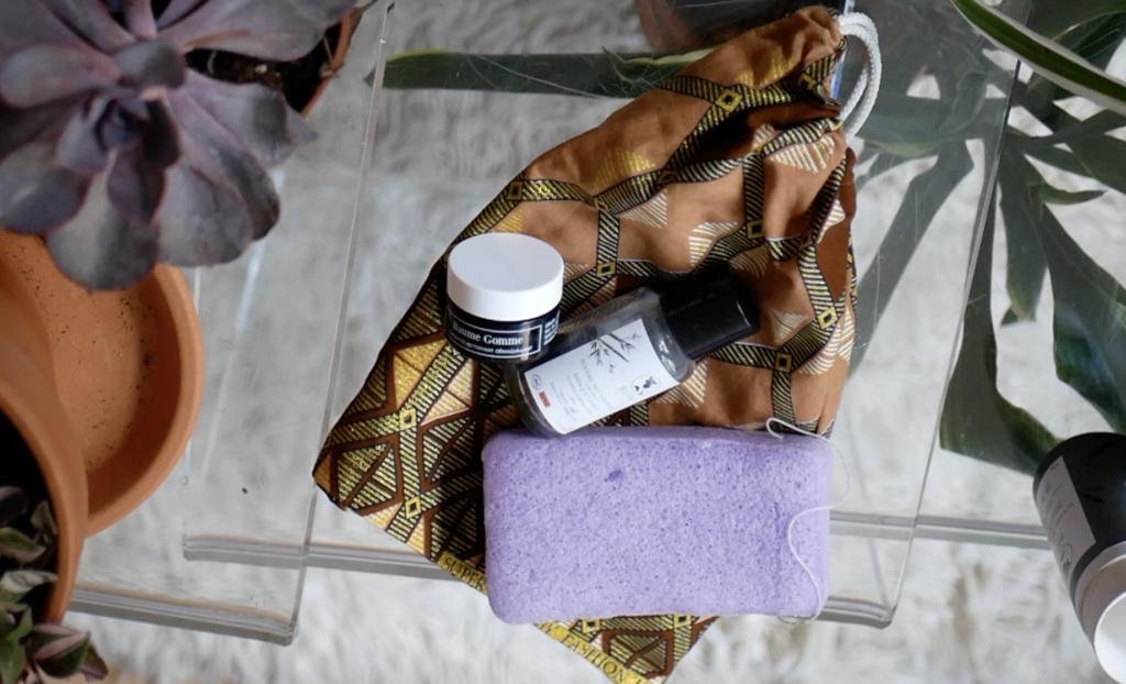 Pochon wax avec produits de la box Makosme